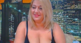Live webcam orgy with SexyyMilf