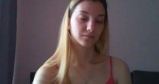 Live webcam hookup with KiarraAllure